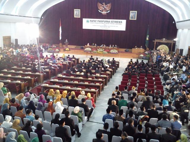 Pelantikan anggota DPRD Jabar priode 2014-2019 di Gedung Merdeka BAndung, Senin (1/9)