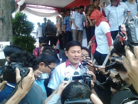 Bupati Sumedang Ade Irawan saat Diwawancara oleh Wartawan di Bandung (19/9).