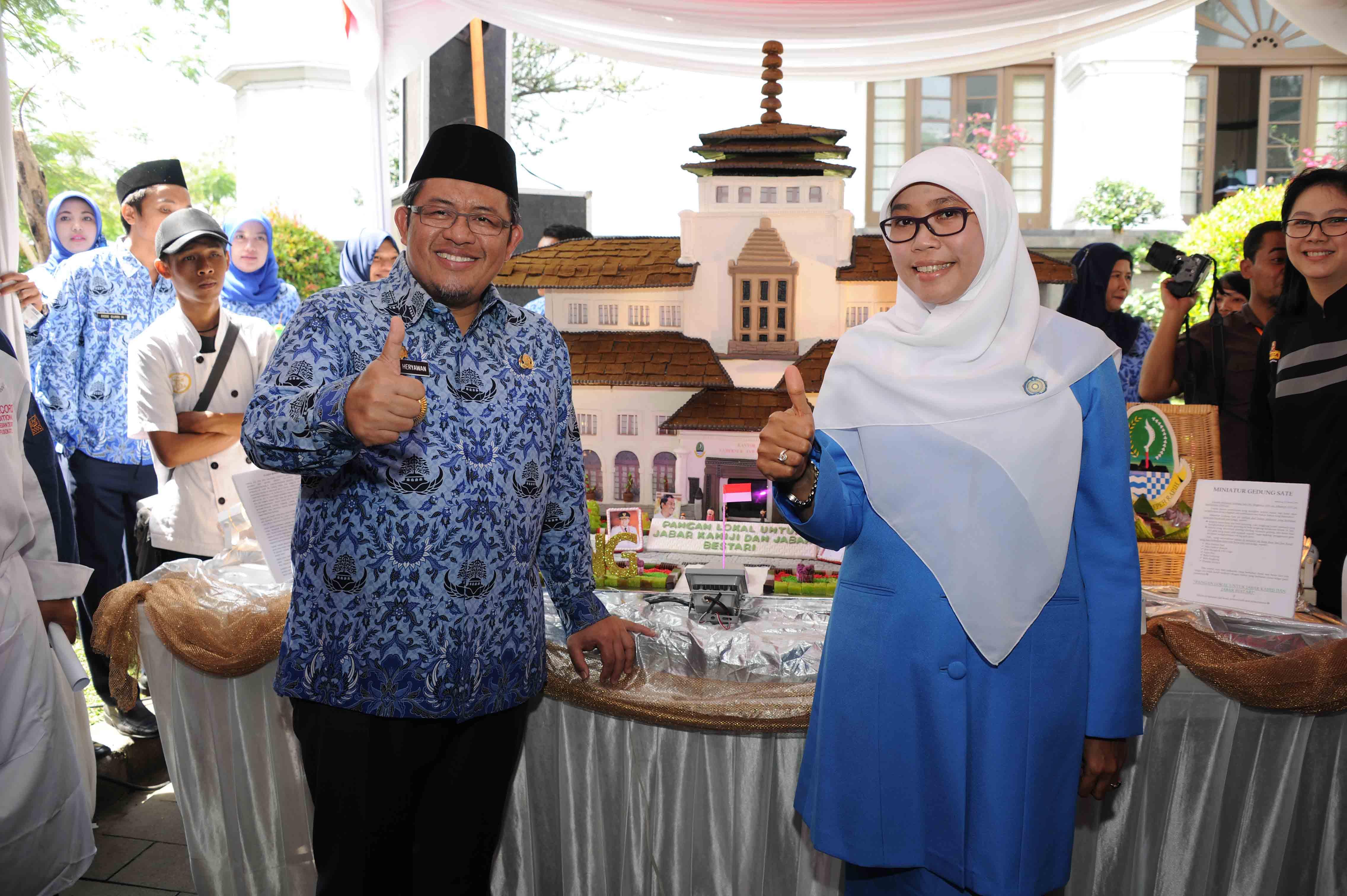 Gubernur Jawa Barat, Ahmad Heryawan di dampingi Ibu Netty Heryawan