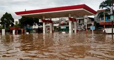 DUH GUSTI; Setiap hujan kawasan Dayeuhkolot dan sekitarnya menjadi titik terparah banjir,Kamis (4/4/2019), kasihan warga.